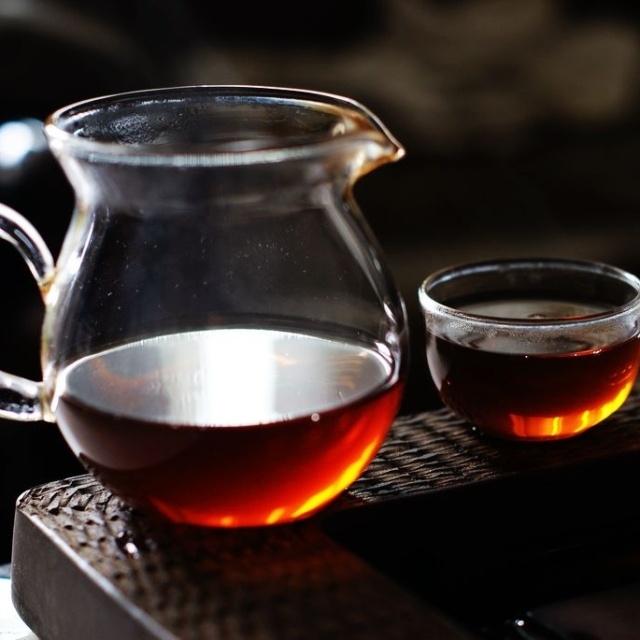 汤色一样红,如何分清熟普和红茶呢?图片