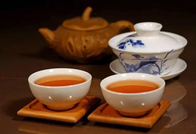 一天当中怎么喝茶最有益健康图片