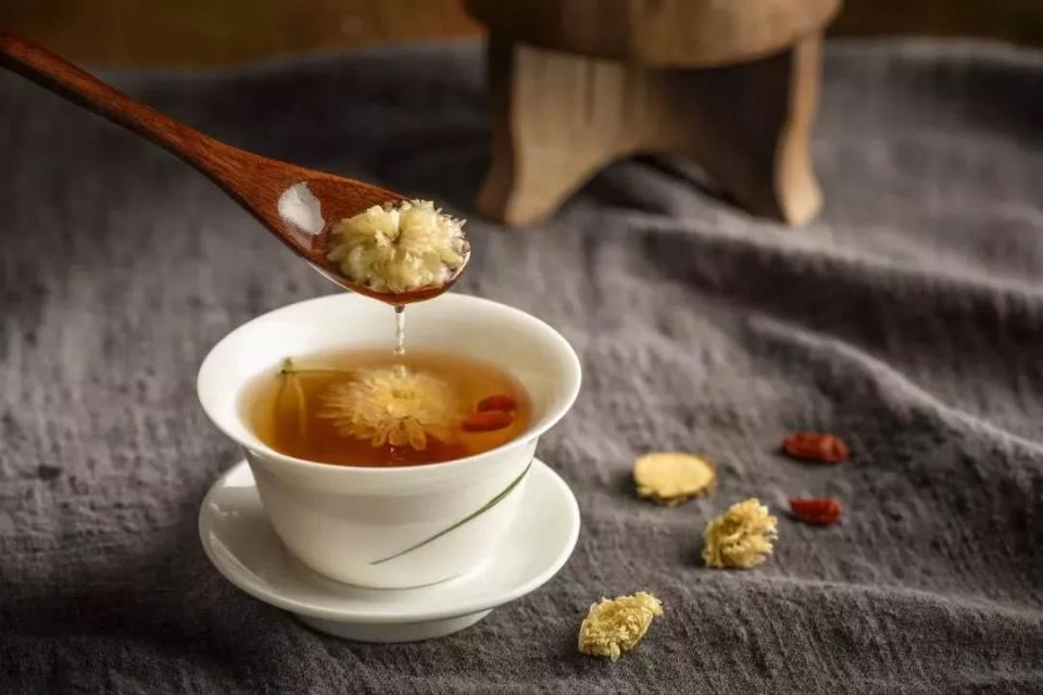 一杯菊花茶喝走4种不适!中医自用的喝茶防病法!图片